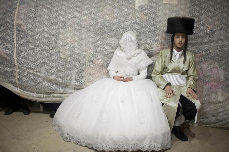 e248bfb5b6 Por qué una novia judía lleva un velo en la cara